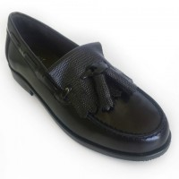 Leather Loafer with kilt tongue and tassels