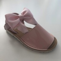 7517 Nens Pink Patent Spanish Sandals with Bow