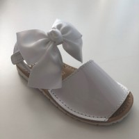 7517 Nens White Patent Spanish Sandals with Bow